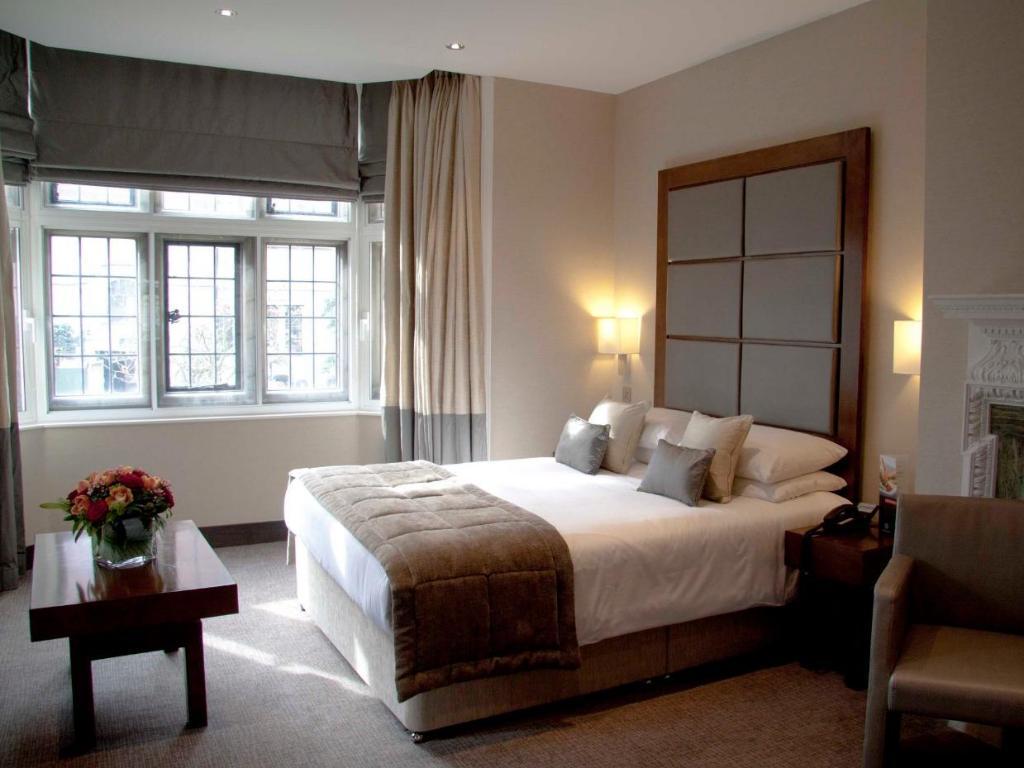wellington hotel_ room