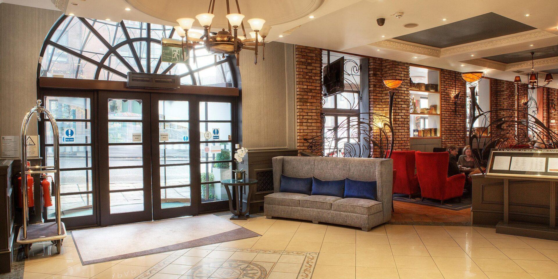 Holiday-Inn-Theatreland-inside