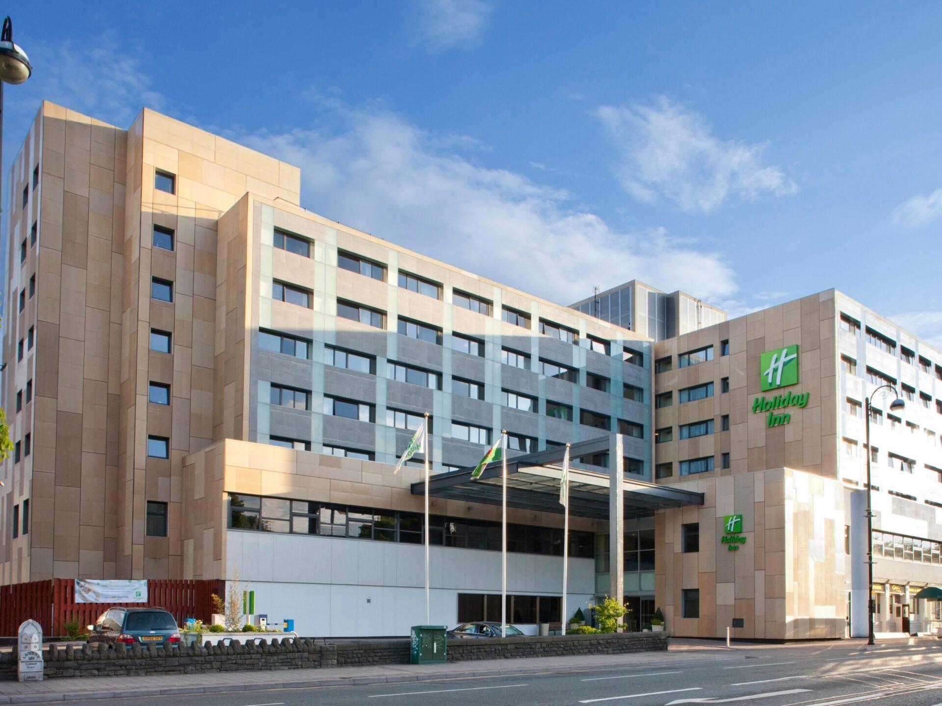 Cardiff - Holiday Inn - outside